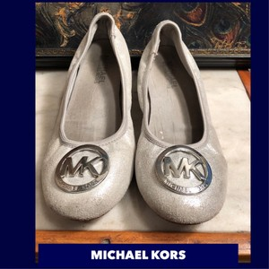 e32a2c6156e Grey Michael Kors Flats - Up to 90% off at Tradesy