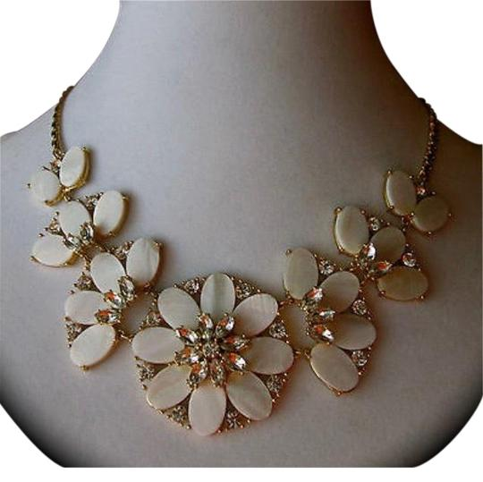 Preload https://img-static.tradesy.com/item/25007644/kate-spade-white-bungalow-bouquet-necklace-0-1-540-540.jpg