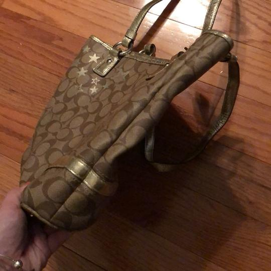 Coach Tote in brown and gold Image 2