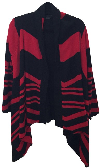 Preload https://img-static.tradesy.com/item/25008275/bcbgmaxazria-and-black-asymmetrical-color-block-red-sweater-0-1-650-650.jpg