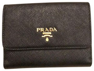 d9c2413d08e82 Prada Wallets on Sale - Up to 70% off at Tradesy