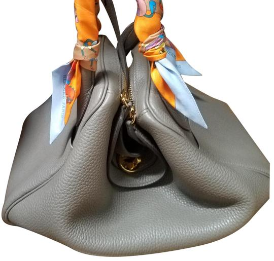 Preload https://img-static.tradesy.com/item/25011563/hermes-lindy-rare-30-in-clemence-eutope-with-gold-hardware-grey-leather-satchel-0-5-540-540.jpg
