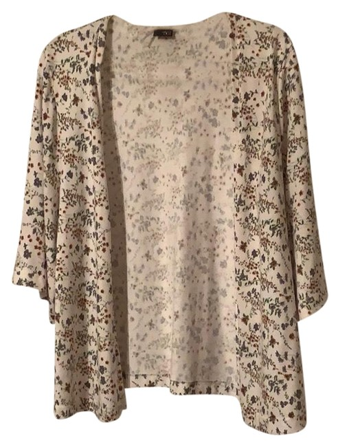 Preload https://img-static.tradesy.com/item/25018545/sparkle-and-fade-cream-floral-wrap-cardigan-size-12-l-0-1-650-650.jpg