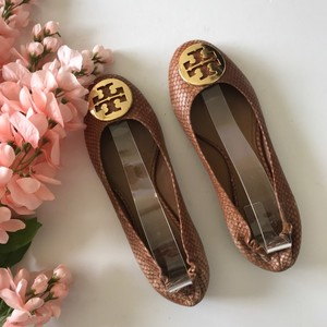 229c7a4d5f6e4 Brown Tory Burch Flats - Up to 90% off at Tradesy