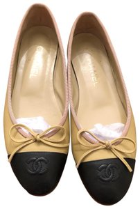Chanel black and tan Flats