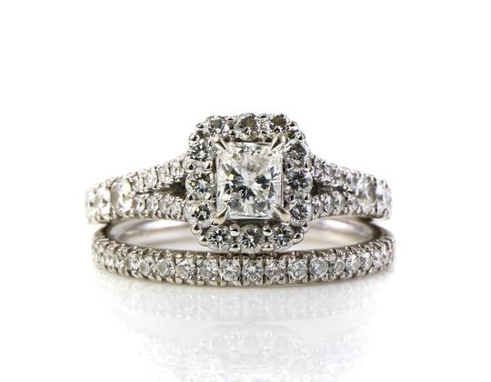 Preload https://img-static.tradesy.com/item/25021013/14k-white-gold-certified-ladies-ring-0-0-540-540.jpg