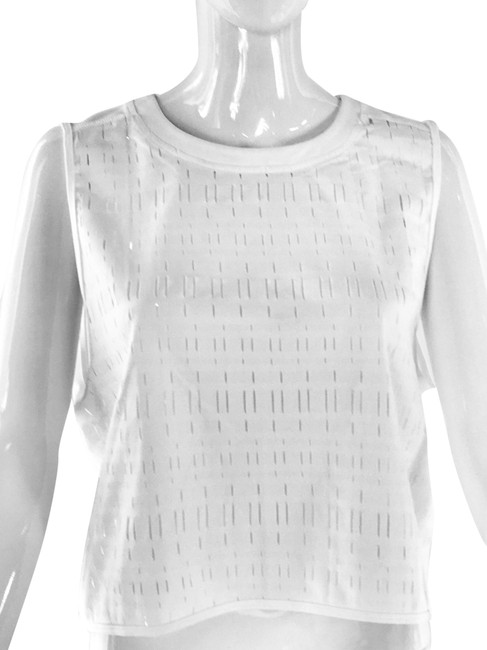 Item - White Cropped Activewear Top Size 12 (L)