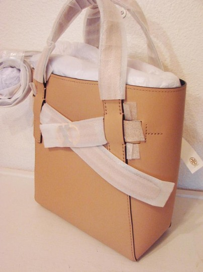 Tory Burch Tote in BEIGE SAND Image 5