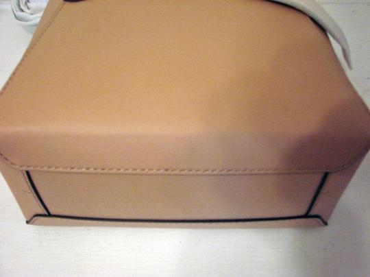 Tory Burch Tote in BEIGE SAND Image 6