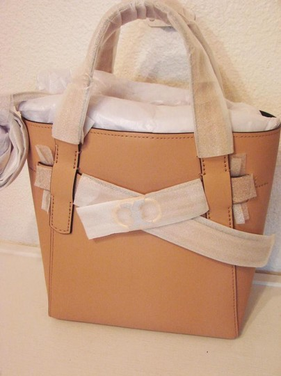 Tory Burch Tote in BEIGE SAND Image 7