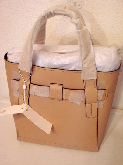 Tory Burch Tote in BEIGE SAND Image 8
