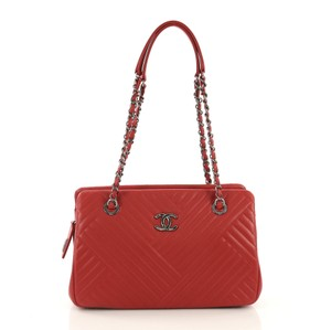 1b28ee9f6578 Red Chanel Shoulder Bags - Up to 90% off at Tradesy