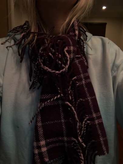 Burberry Authentic Buberry plum happy scarf Image 2