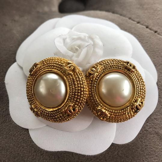 Chanel Chanel vintage pearl clip on earrings Image 1