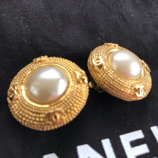 Chanel Chanel vintage pearl clip on earrings Image 5