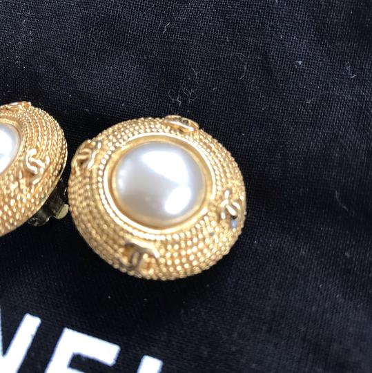 Chanel Chanel vintage pearl clip on earrings Image 6