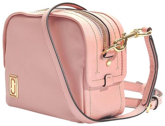 Preload https://img-static.tradesy.com/item/25028549/marc-jacobs-the-mini-squeeze-pink-leather-cross-body-bag-0-4-540-540.jpg
