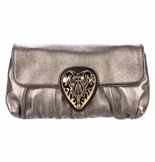 Preload https://img-static.tradesy.com/item/25029941/gucci-metallic-gold-babouska-heart-leather-clutch-0-0-540-540.jpg