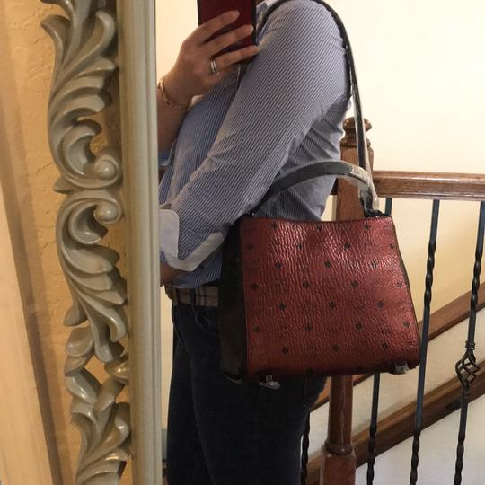 MCM Tote in scooter red Image 10