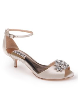 Badgley Mischka Ivory Sainte Crystal Embellished Sandal Formal Size US 8 Regular (M, B)
