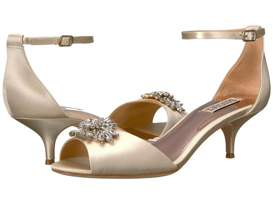 Badgley Mischka Ivory Sainte Crystal Embellished Sandal Formal Size US 8 Regular (M, B) Image 10