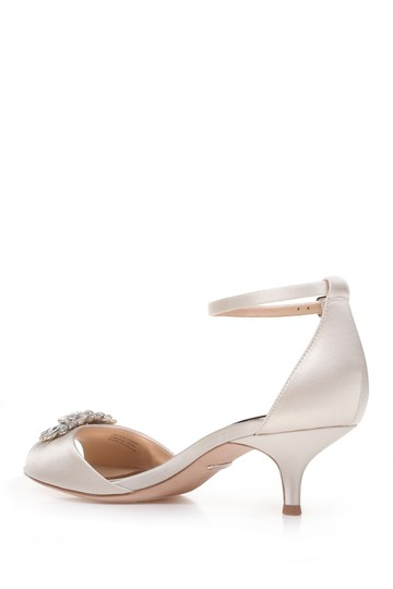 Badgley Mischka Ivory Sainte Crystal Embellished Sandal Formal Size US 8 Regular (M, B) Image 2