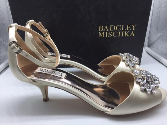 Badgley Mischka Ivory Sainte Crystal Embellished Sandal Formal Size US 8 Regular (M, B) Image 4