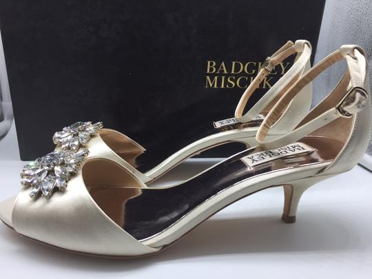 Badgley Mischka Ivory Sainte Crystal Embellished Sandal Formal Size US 8 Regular (M, B) Image 5