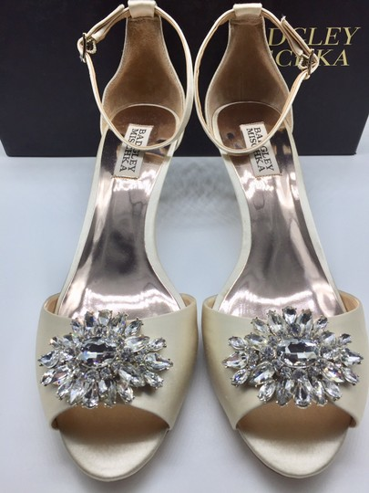 Badgley Mischka Ivory Sainte Crystal Embellished Sandal Formal Size US 8 Regular (M, B) Image 6