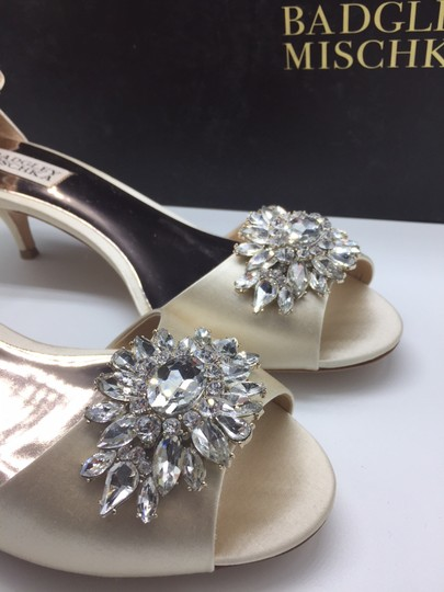 Badgley Mischka Ivory Sainte Crystal Embellished Sandal Formal Size US 8 Regular (M, B) Image 7