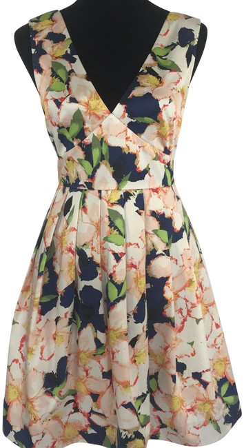 Item - Navy Ivory Sateen V-neck A-line Pleated Floral Print Pockets Lined Mid-length Cocktail Dress Size 4 (S)
