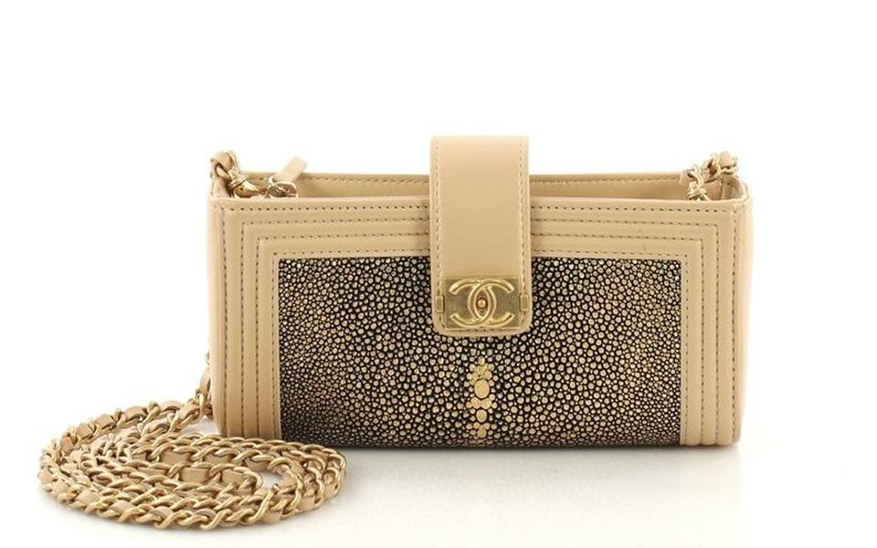 f158110ddad22e Chanel Chain Crossbody Mini Stingray Beige Gold Black Leather Clutch ...