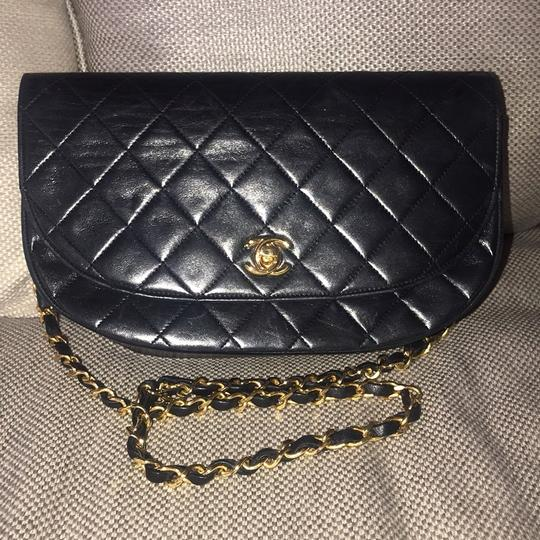 Preload https://img-static.tradesy.com/item/25035996/chanel-boy-medium-matalasse-quilted-chain-shoulder-cross-body-bag-0-0-540-540.jpg