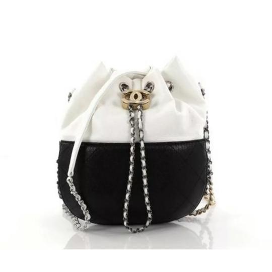 Preload https://img-static.tradesy.com/item/25036041/chanel-drawstring-gabrielle-white-and-black-lambskin-leather-cross-body-bag-0-0-540-540.jpg