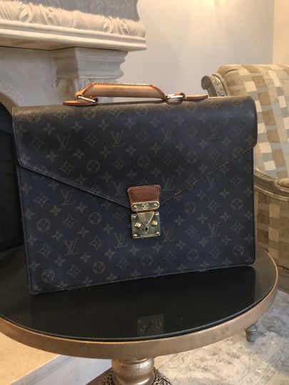 Preload https://img-static.tradesy.com/item/25036238/louis-vuitton-monogram-canvas-messenger-bag-0-0-540-540.jpg
