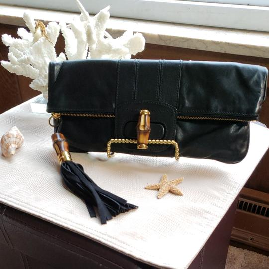 Preload https://img-static.tradesy.com/item/25036470/gucci-bamboo-in-with-signature-bamboo-closure-bamboo-and-suade-tassel-attached-to-the-zip-black-lamb-0-0-540-540.jpg