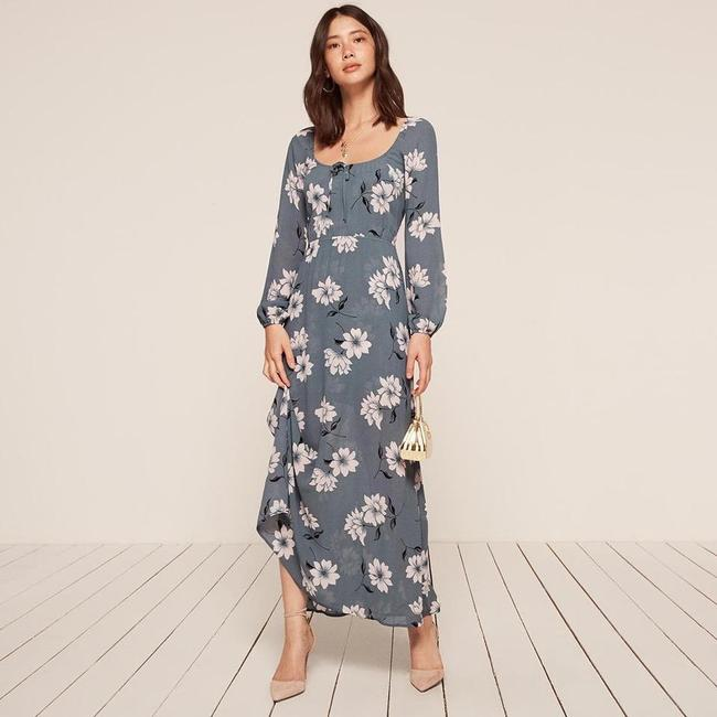 Preload https://img-static.tradesy.com/item/25036578/reformation-blue-augusta-floral-long-casual-maxi-dress-size-4-s-0-0-650-650.jpg