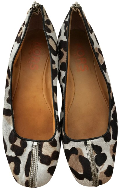 Item - Leopard Flats Size US 7 Regular (M, B)