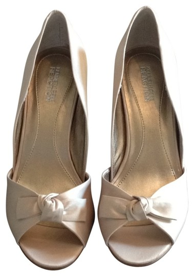 Preload https://img-static.tradesy.com/item/25038/kenneth-cole-reaction-champagne-satin-peep-toe-pump-formal-shoes-size-us-85-0-0-540-540.jpg