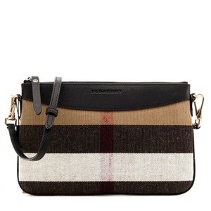 a8e4a9fca534 Burberry Bags and Purses on Sale - Up to 70% off at Tradesy