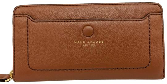 Preload https://img-static.tradesy.com/item/25041969/marc-jacobs-brown-empire-city-snap-front-zip-around-continental-wallet-0-1-540-540.jpg