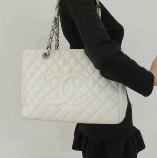 Preload https://img-static.tradesy.com/item/25042039/chanel-shopping-tote-gst-in-near-mint-condition-white-with-silver-hardware-leather-shoulder-bag-0-0-540-540.jpg