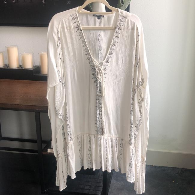 Preload https://img-static.tradesy.com/item/25042189/gianni-bini-off-white-with-black-detailing-and-gold-embellishment-cover-up-short-casual-dress-size-o-0-0-650-650.jpg