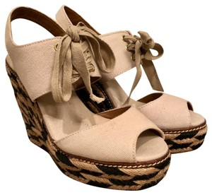 42ebec7150c564 Tory Burch Wedges on Sale - Up to 70% off at Tradesy