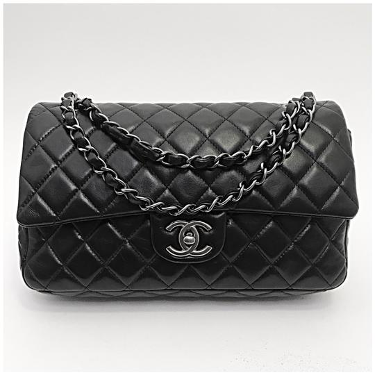 Preload https://img-static.tradesy.com/item/25042408/chanel-classic-double-flap-black-leather-shoulder-bag-0-0-540-540.jpg