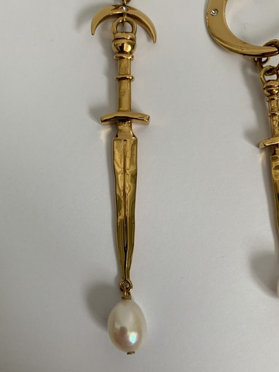 Givenchy Givenchy Gold Tone Dagger Pearl Mismatch Drop Earrings