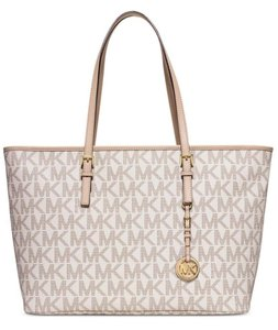8658d543c0bf8 Michael Kors Jet Set Leather Tote in Vanilla Off White