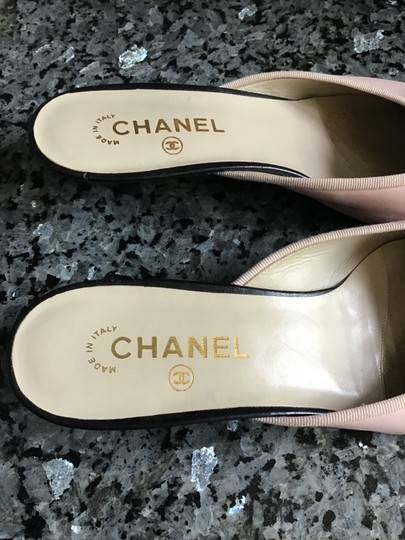 Chanel Euc Leather W/ Front Bow Kitten Heel Made In Italy Cc Logo On Toe Black and Light Pink Mules Image 2
