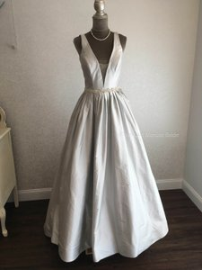 Justin Alexander Platinum/Nude/Silver Satin 8970 Feminine Wedding Dress Size 8 (M)
