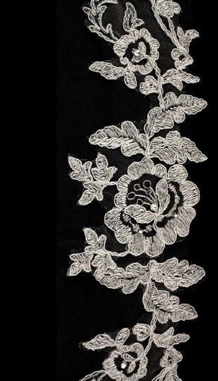 Ivory Medium Hip 1 Tiered French Lace Roses 2-3165uh Bridal Veil Image 2